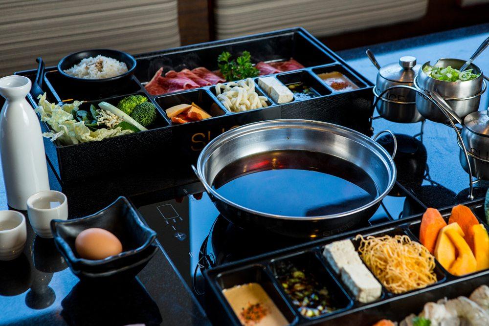 Sukiyaki Broth between two Slice Shabu Entree Boxes